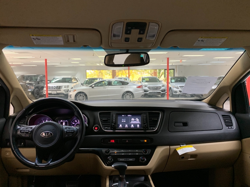 Kia Sedona LX 2017 price $17,500