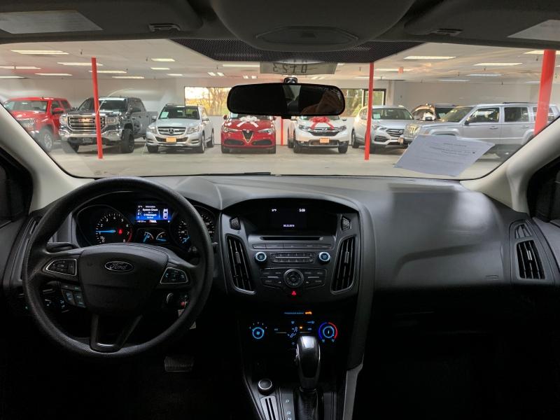 Ford Focus SE 2015 price $9,000