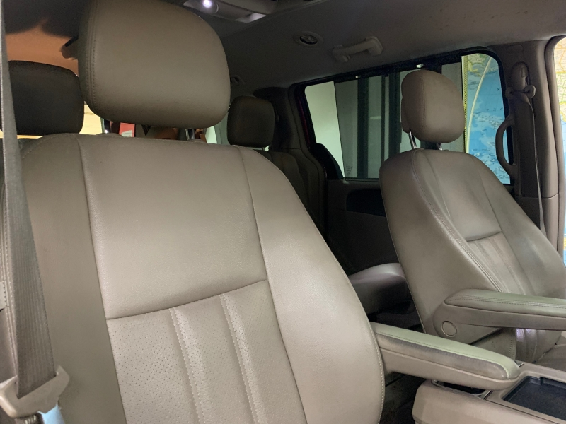 Chrysler Town & Country Touring-L 2013 price $9,500