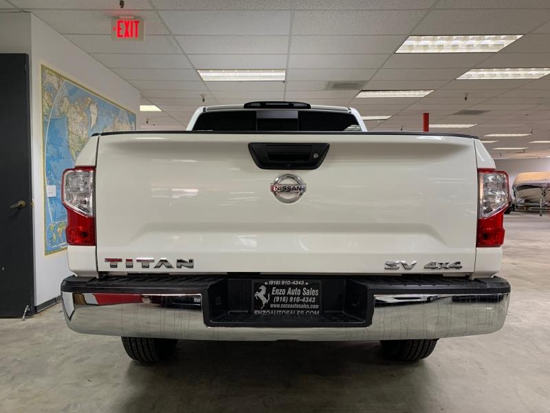 Nissan Titan Crew Cab SV 4WD 2018 price $27,000