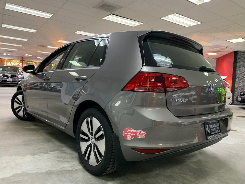 Volkswagen e-Golf SE 2016 price $11,800