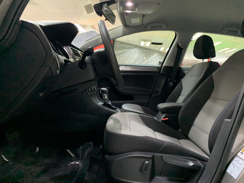 Volkswagen e-Golf SE 2016 price $12,900