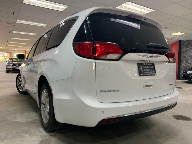Chrysler Pacifica Limited 2018 price $23,500