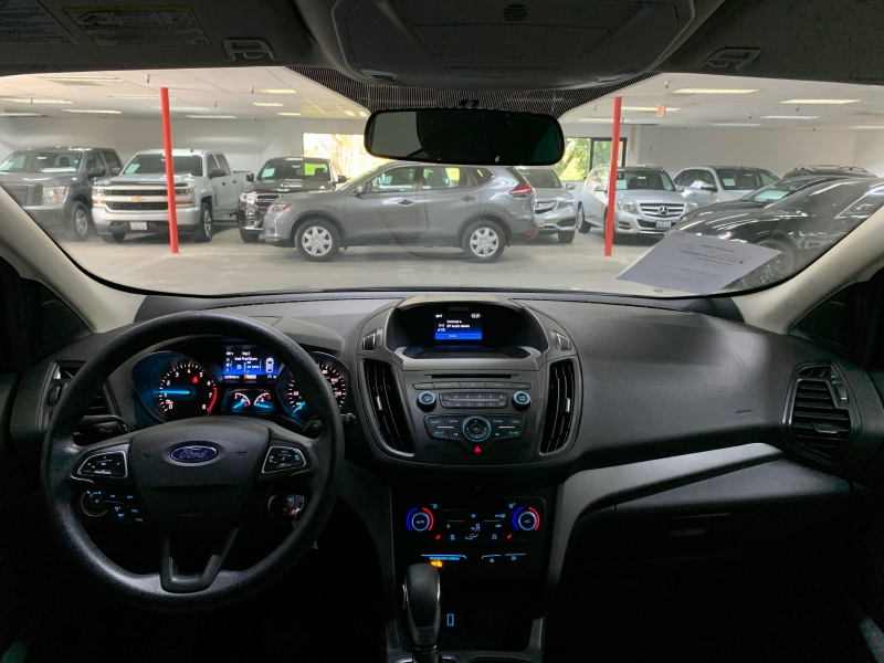 Ford Escape SE 2018 price $15,800