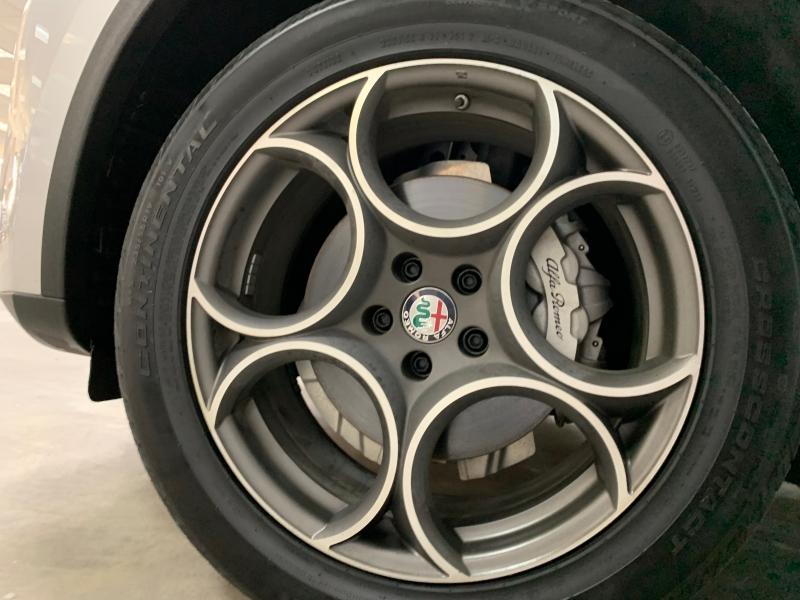 Alfa Romeo Stelvio AWD 2018 price $28,000