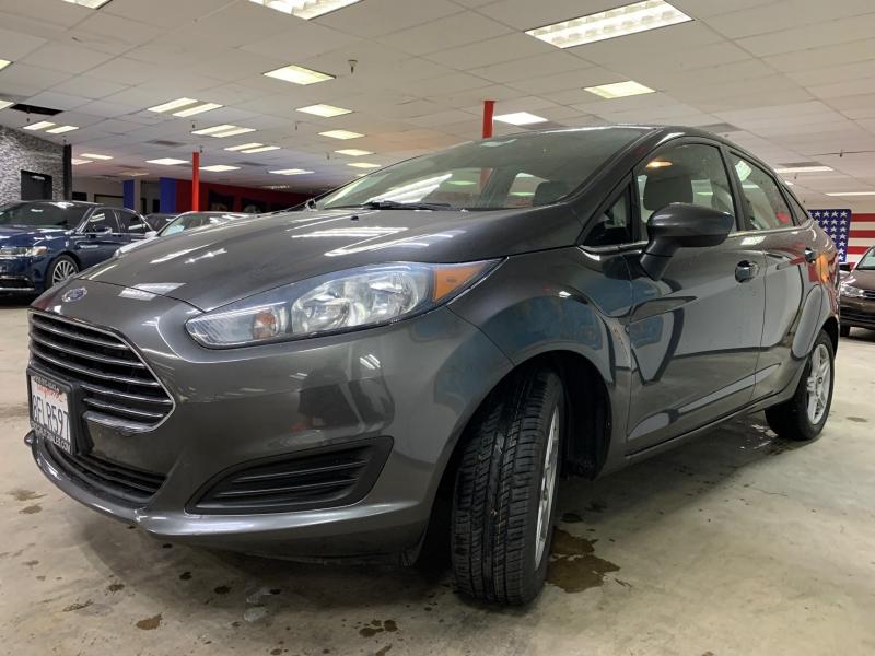 Ford Fiesta SE 2018 price $9,800