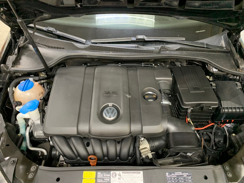 Volkswagen Golf 2010 price $6,900
