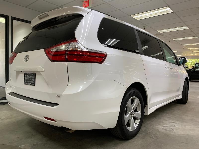 Toyota Sienna LE 2018 price $21,900