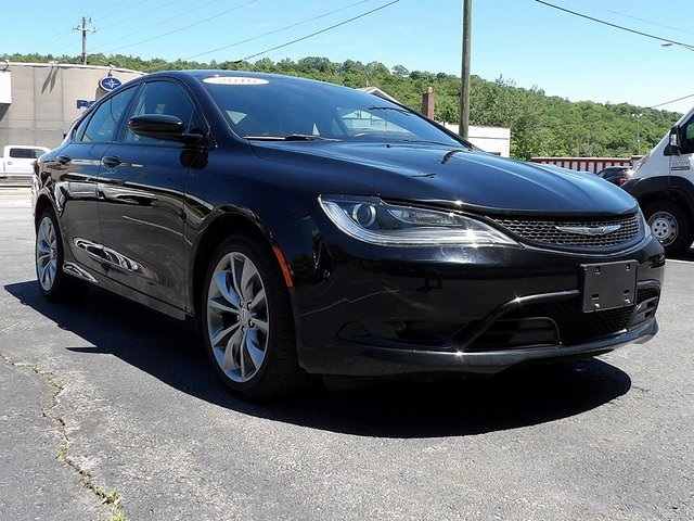 Chrysler 200 2016 price $16,500