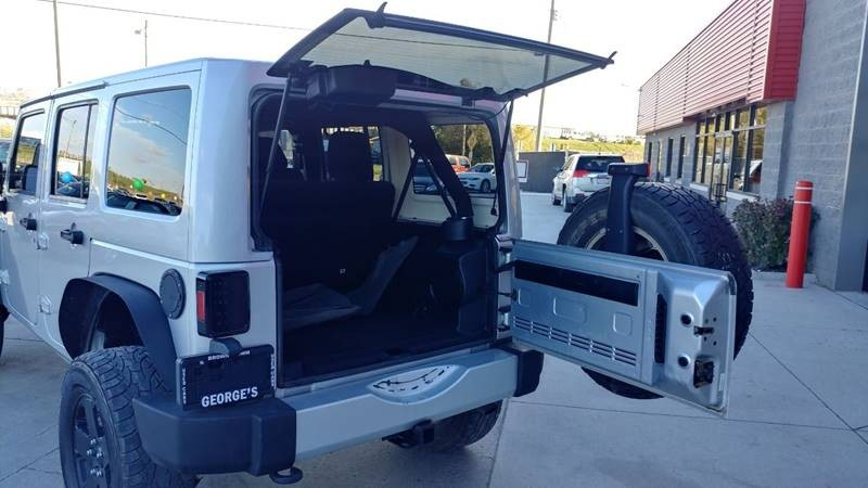 Jeep Wrangler Unlimited 2011 price $17,950