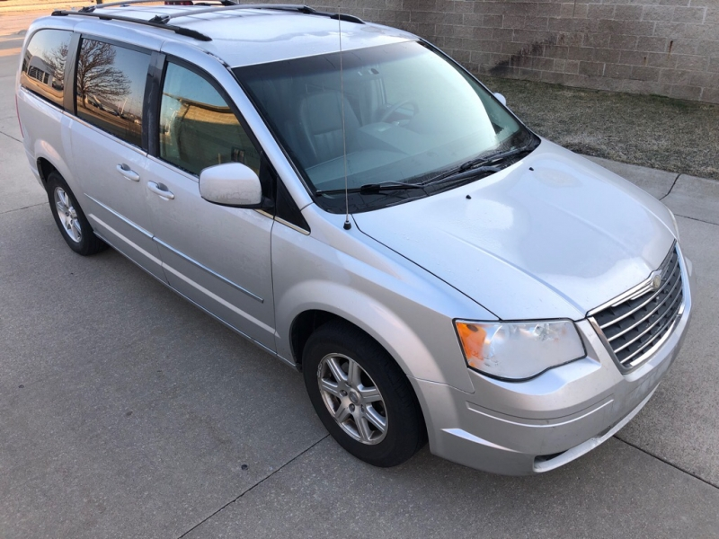 CHRYSLER TOWN & COUNTRY 2009 price $6,100