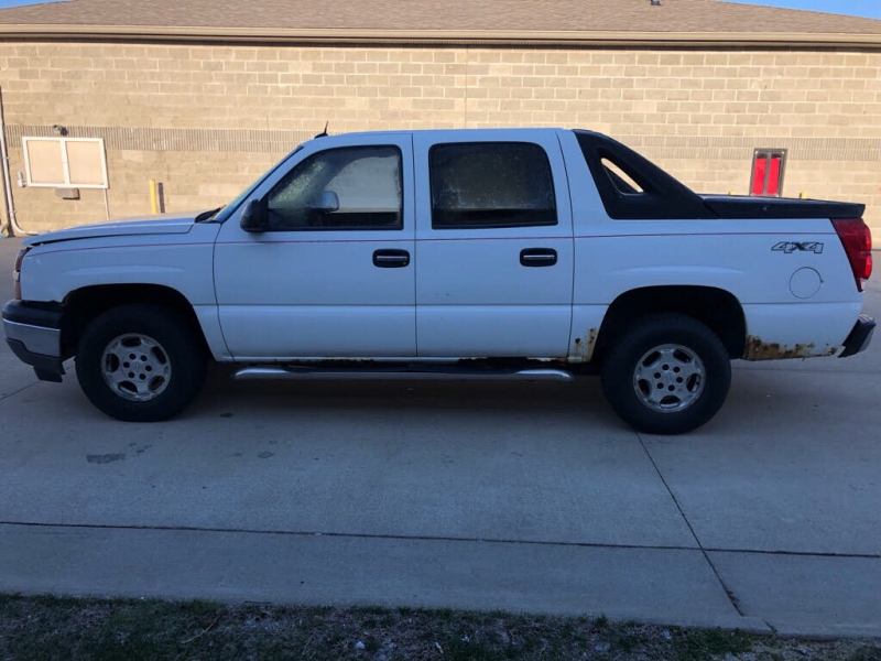 CHEVROLET AVALANCHE 2005 price $5,900