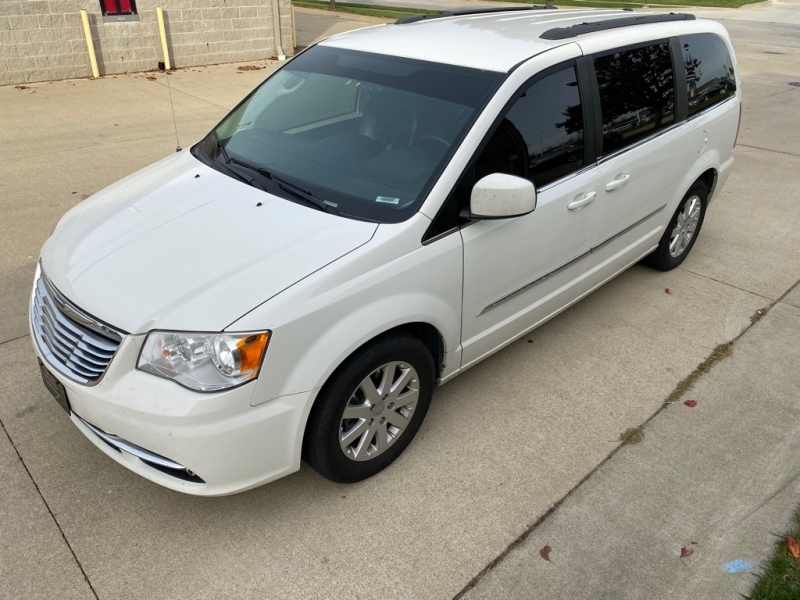 CHRYSLER TOWN & COUNTRY 2013 price $6,900