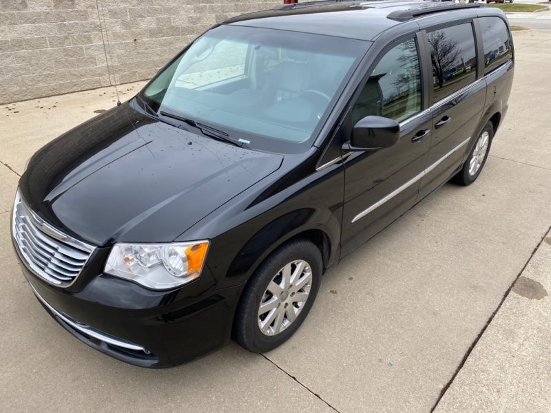 CHRYSLER TOWN & COUNTRY 2015 price $8,500