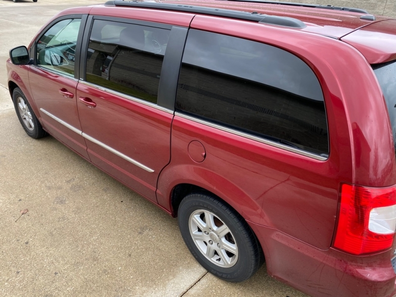 CHRYSLER TOWN & COUNTRY 2011 price $5,500