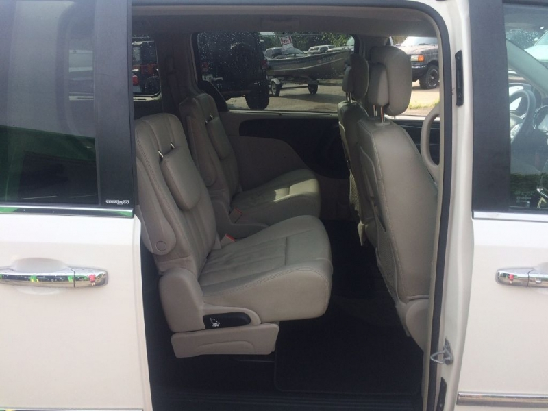 CHRYSLER TOWN & COUNTRY 2013 price $10,599