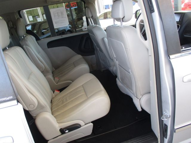 Chrysler Town & Country 2011 price $9,999