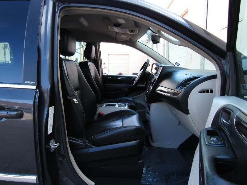 Chrysler Town & Country 2012 price $8,495