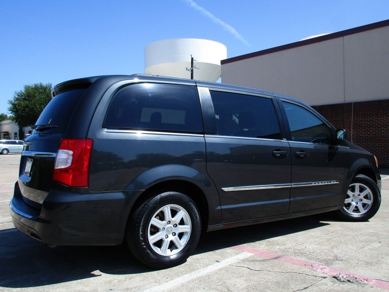 Chrysler Town & Country Touring 2012 price $8,995