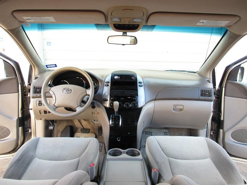 Toyota Sienna 2006 price $5,995