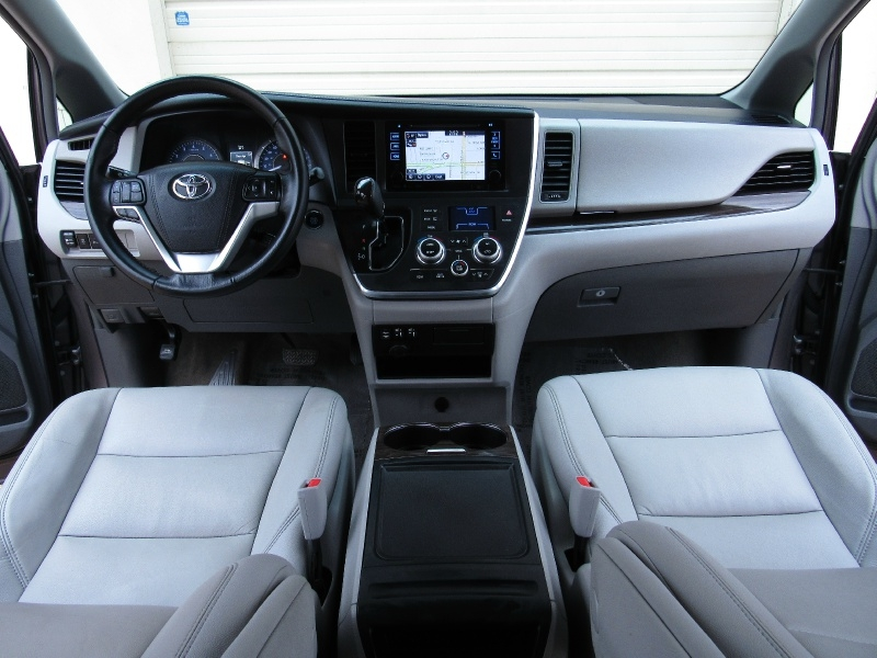 Toyota Sienna XLE,With Navigation 2017 price $25,995