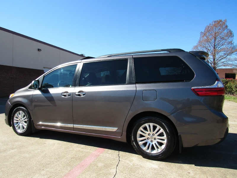 Toyota Sienna XLE,With Navigation 2015 price $25,995