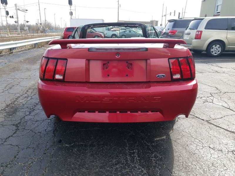 Ford Mustang 2000 price $2,895