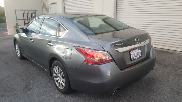 Nissan Altima 2015 price $9,900