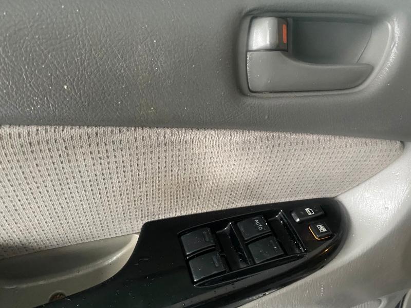 Toyota Sienna 2004 price $3,945