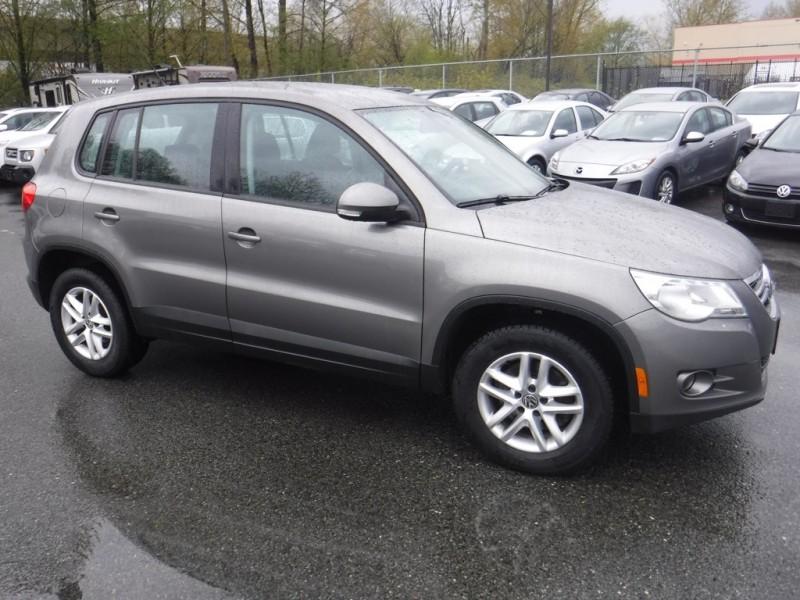 Volkswagen Tiguan 2010 price $8,950