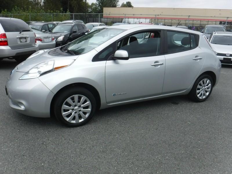 Nissan LEAF 2016 price $17,950