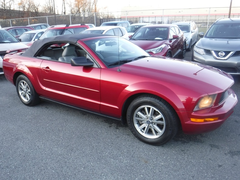 Ford Mustang 2005 price $2,950