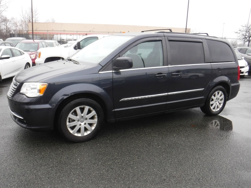 Chrysler Town & Country 2014 price $13,950
