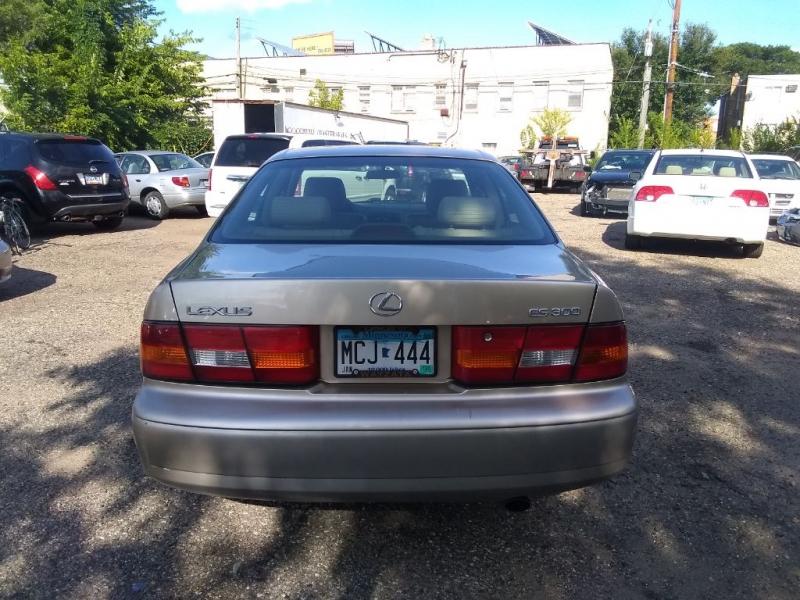Lexus ES 300 1999 price $2,999