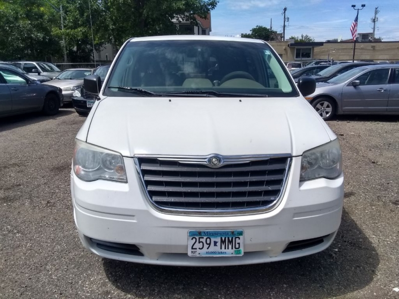 CHRYSLER TOWN & COUNTRY 2008 price $3,999