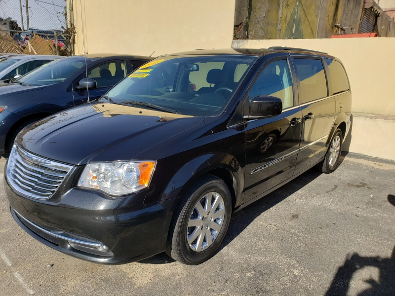 CHRYSLER Town & Country 2016 price $13,107