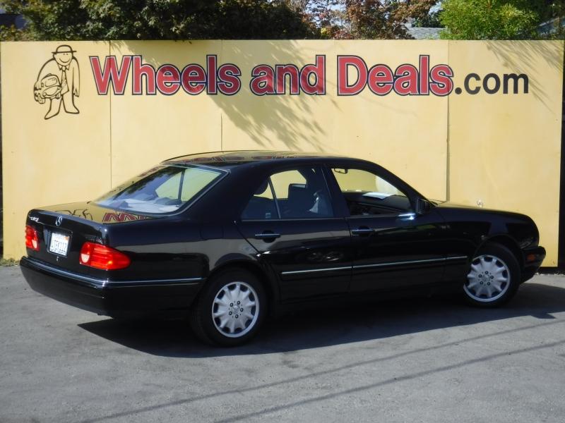 Mercedes-Benz E320 1998 price $2,999