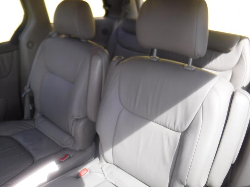 Toyota Sienna 2004 price $5,834