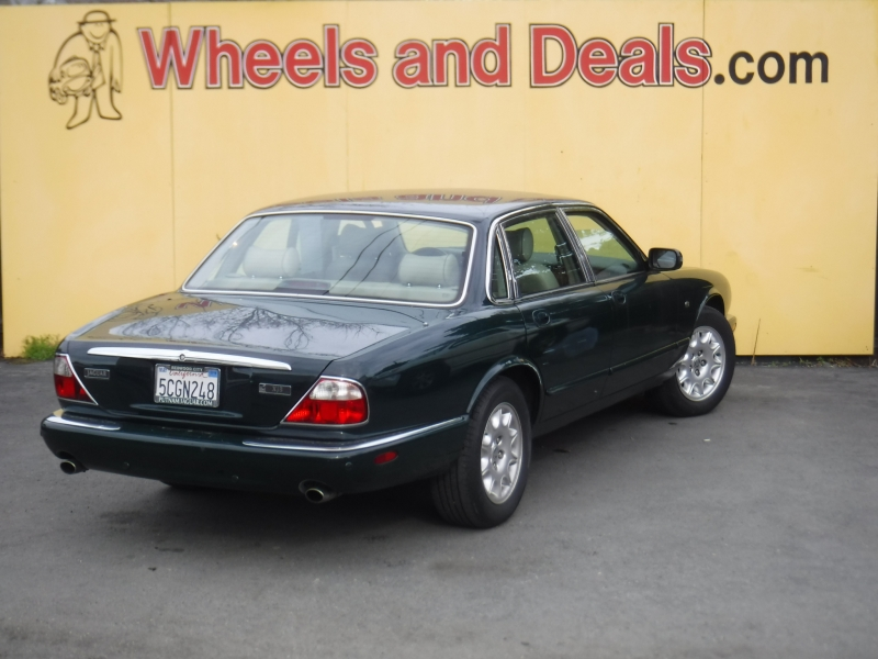 Jaguar XJ8 2000 price $4,600