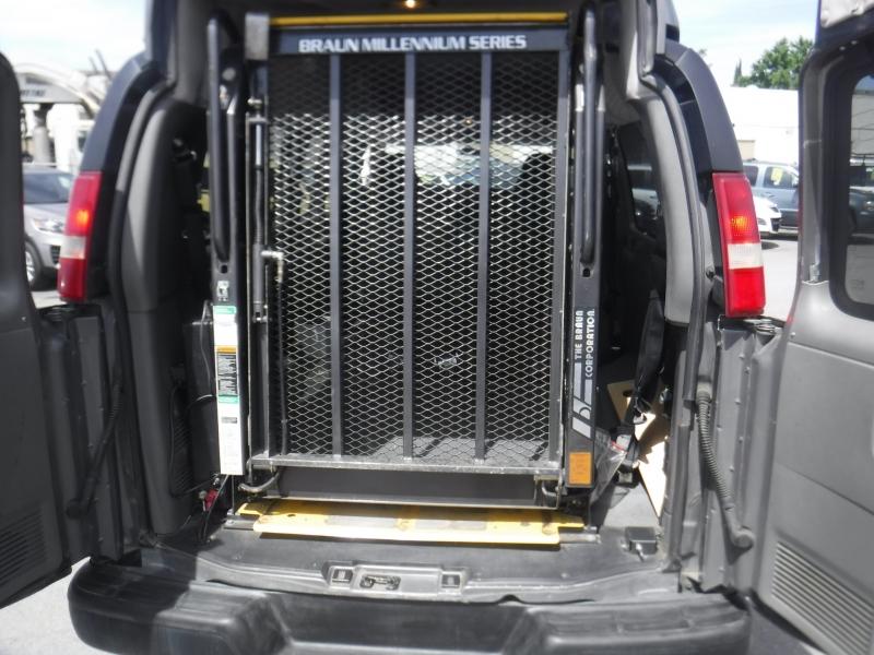 Chevrolet Express 3500 2006 price $12,995