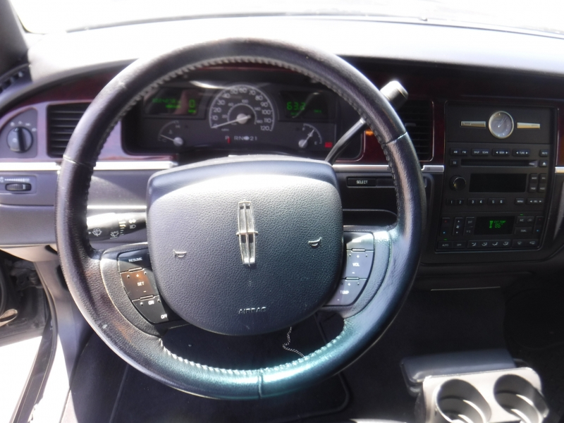 Lincoln Town Car 2005 price $4,995