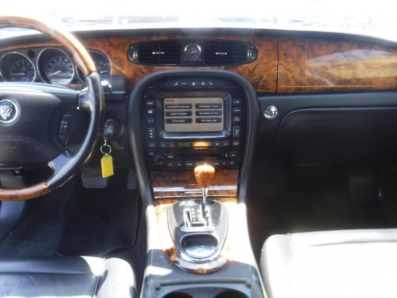 Jaguar Xj8 2005 price $3,995
