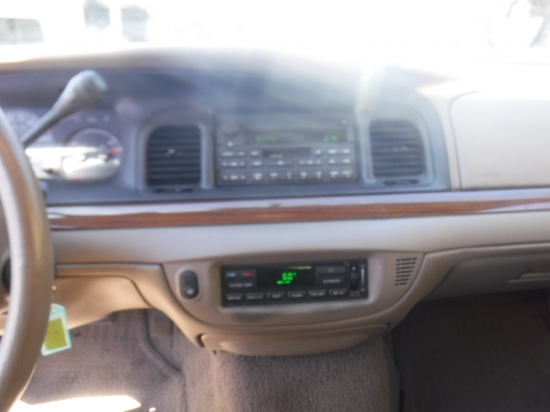 Ford Crown Victoria 2004 price $2,499
