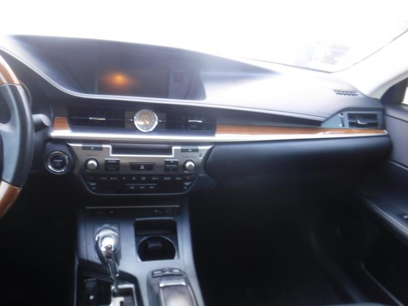 Lexus Es 300H 2013 price $18,400