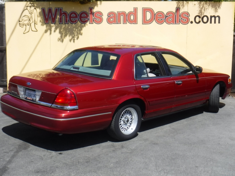 Ford Crown Victoria 1999 price $3,999