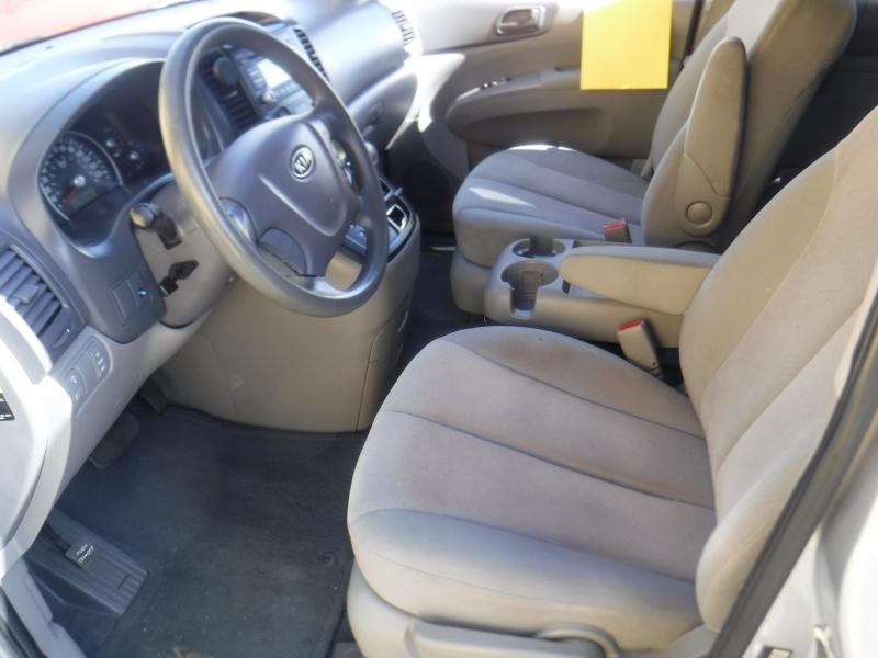 Kia Sedona 2009 price $4,650