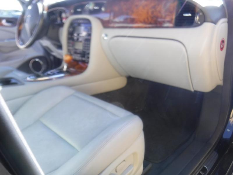 Jaguar Xj8 2004 price $5,995