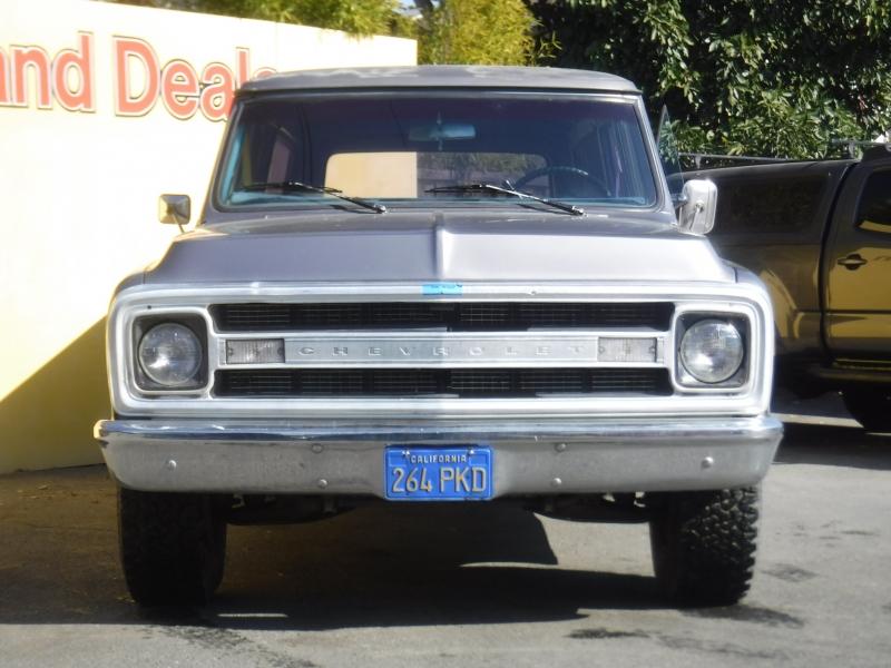 Chevrolet Suburban 1970 price $8,995