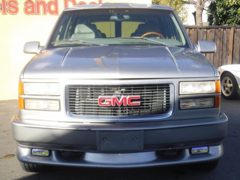 GMC Suburban 1998 price $4,900