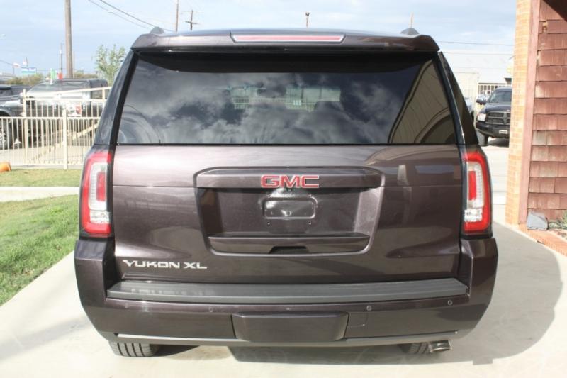 GMC Yukon XL 2015 price $28,900